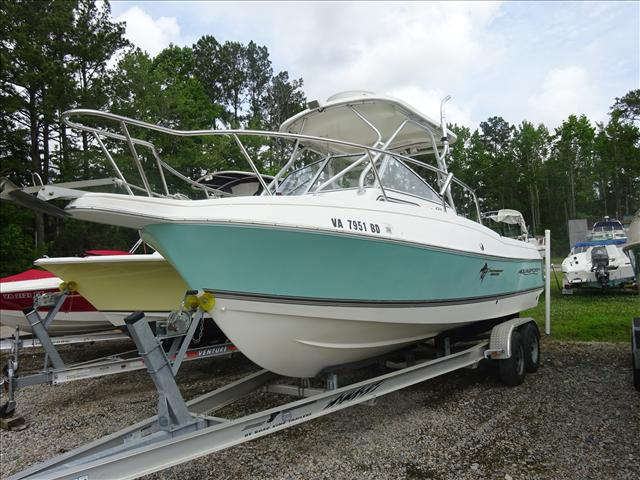 2004 Aquasport Walkaround 225 Explorer