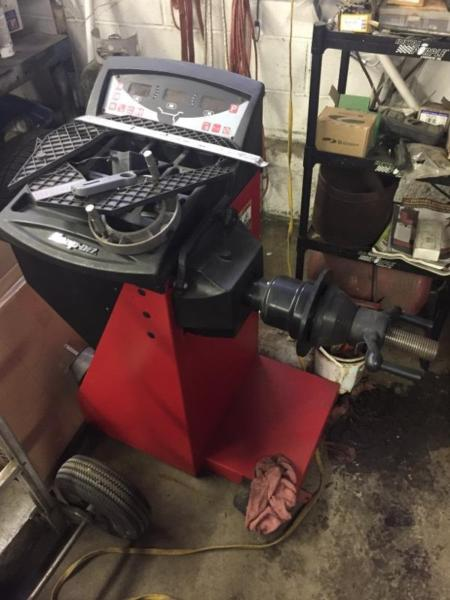 Snap on tire machine and wheel balancer