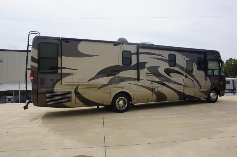 2005 National Dolphin LX 6376