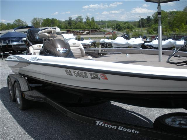 2007 Triton Tournament Bass Boats TR-21X HP