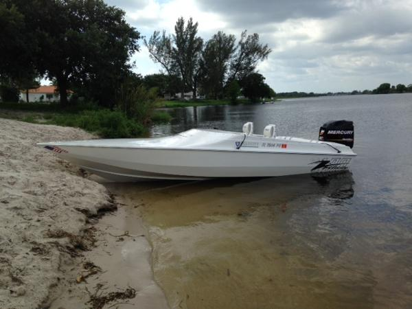2012 Velocity 220 Outboard