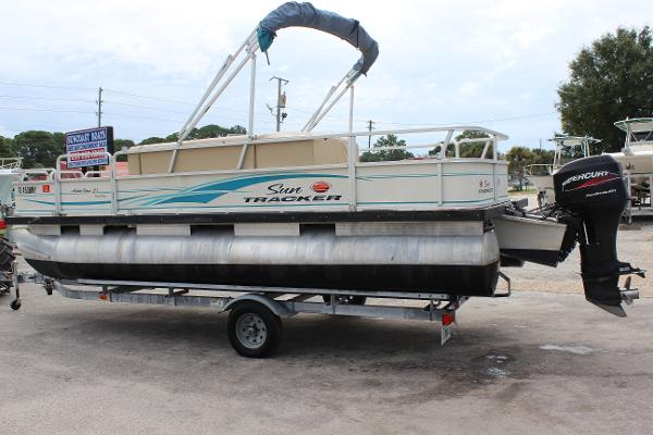 2006 Sun Tracker 21 Fishin Barge