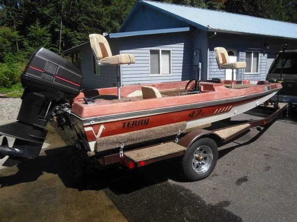Terry 15' bass boat Shelton