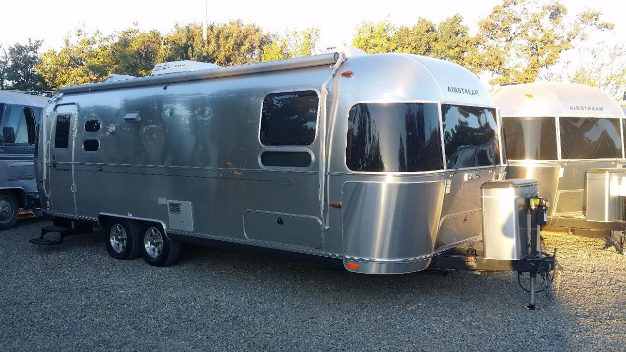 2014 Airstream Flying Cloud 27FB Twin