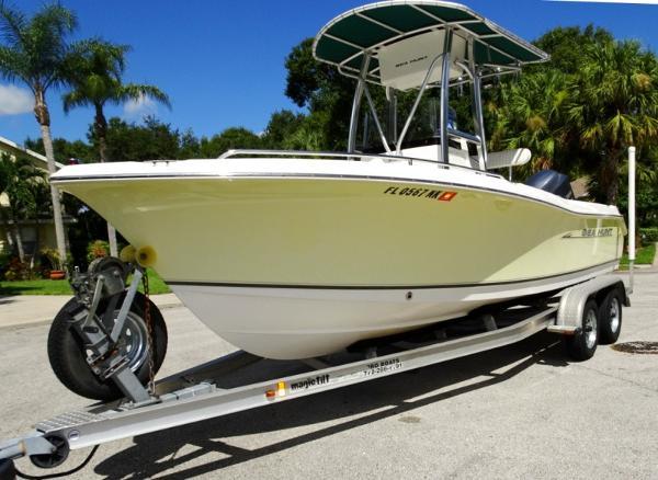 2007 Sea Hunt Triton 207