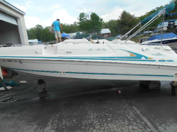 1998 Sea Ray 24SD