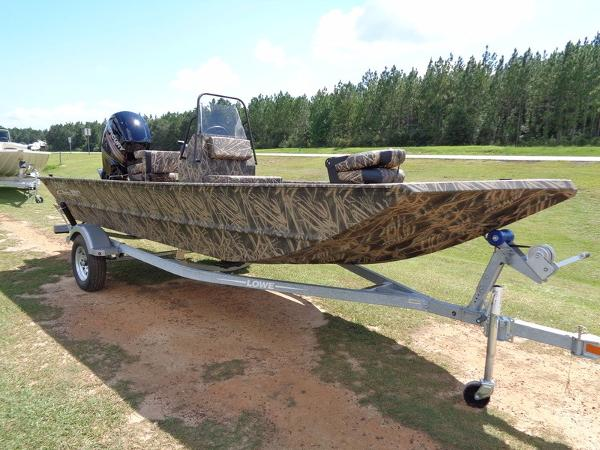 2017 LOWE BOATS Roughneck 1860 CC