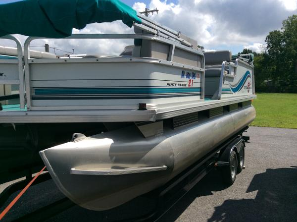 1996 Sun Tracker PARTY BARGE 21 Signature Series