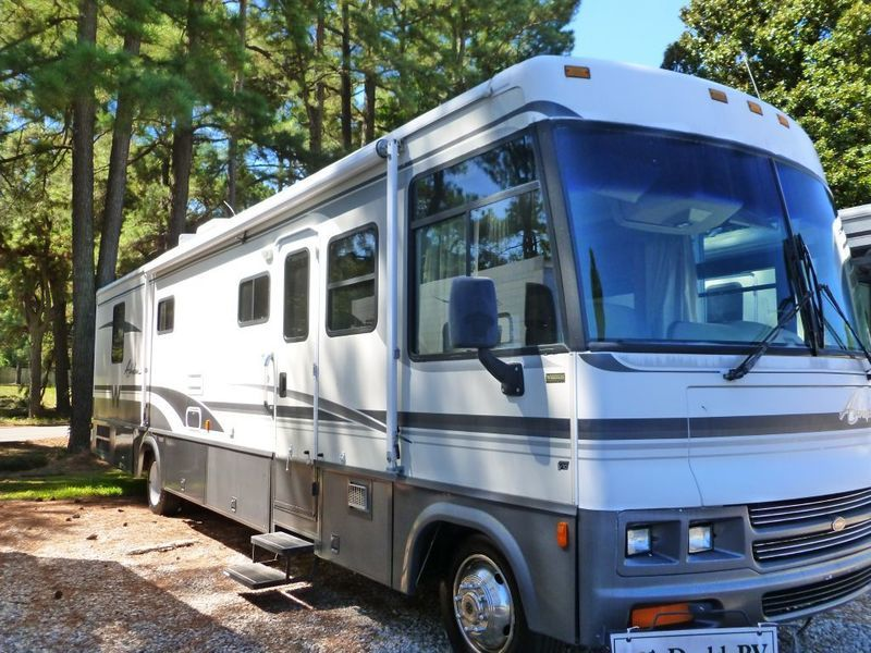2000 Winnebago Adventurer 37 G