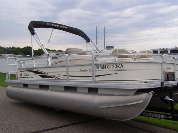 2006 Sun Tracker Fishin' Barge 21 Signature DLX
