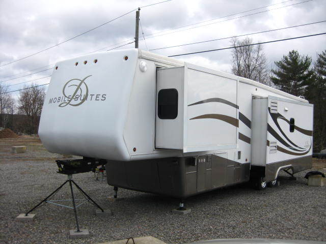 2005 DRV MOBILE SUITES 38RL3