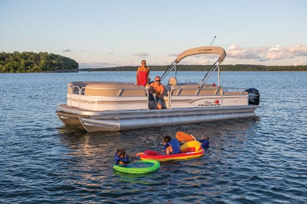 2015 Sun Tracker Party Barge 24 DLX