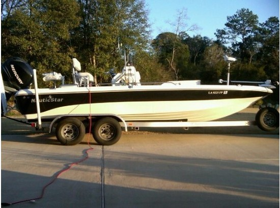 2007 Nautic Star 2200