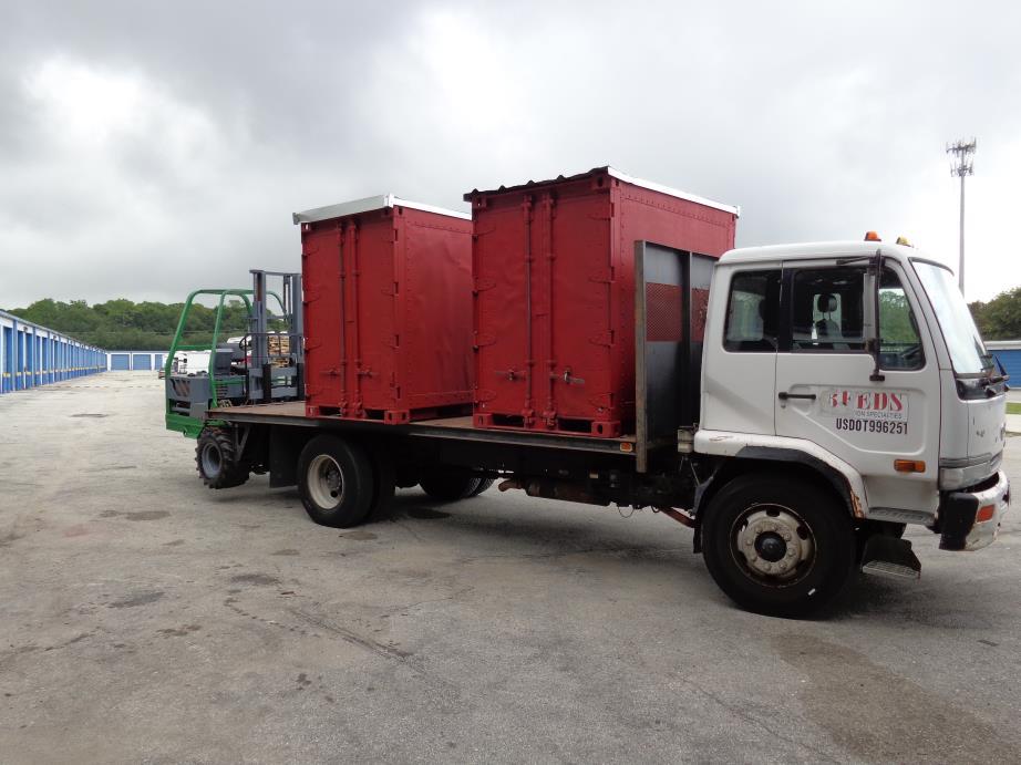 2001 Ud Trucks 2600  Flatbed Truck