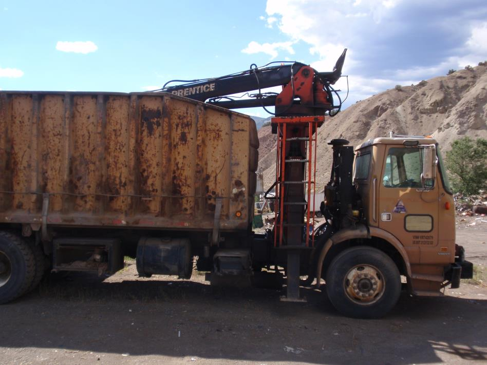 1997 Volvo Wx42  Grapple Truck
