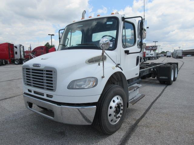 2007 Freightliner M2106 Cab Chassis