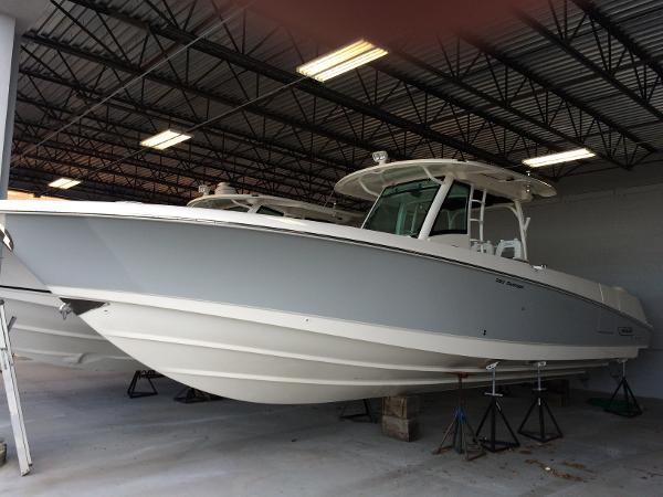 2016 Boston Whaler 350 Outrage