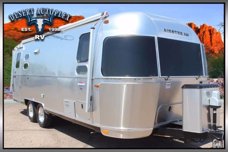 2017 Airstream International Signature 25FB Twin
