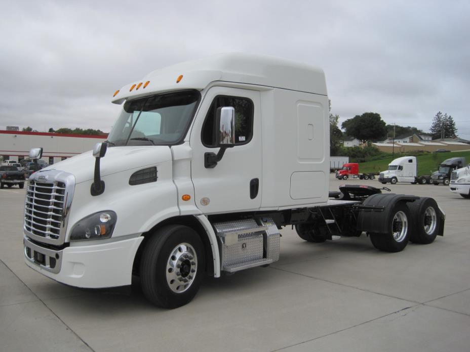 freightliner cars for sale in dubuque iowa. Black Bedroom Furniture Sets. Home Design Ideas