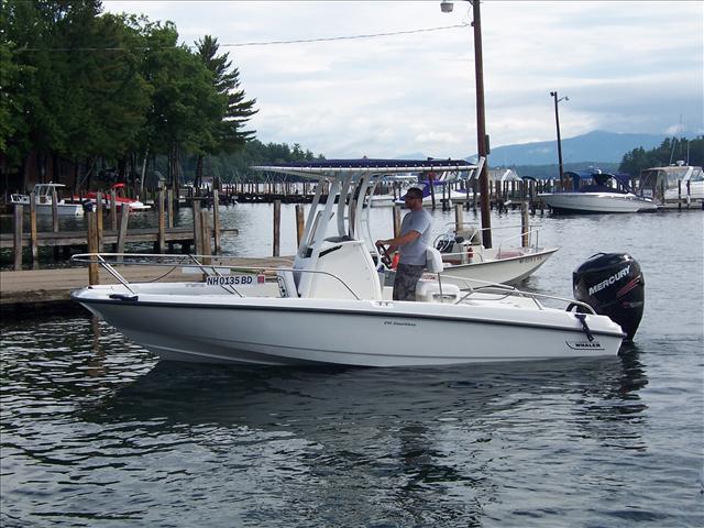 2017 Boston Whaler 210