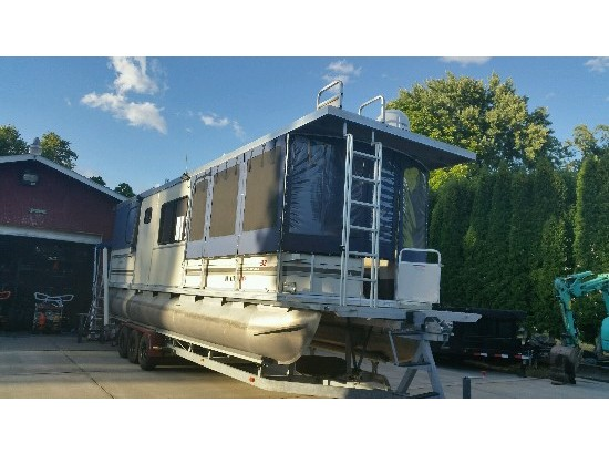 2003 Sun Tracker 32ft Party Barge