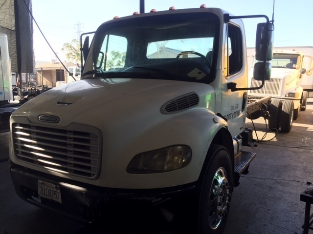 2005 Freightliner Business Class M2 106  Cab Chassis