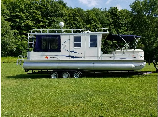 2008 Sun Tracker 32' Party Cruiser - Regency Edition