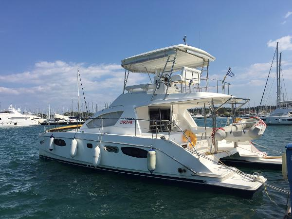 2012 Robertson and Caine Leopard 39 PowerCat