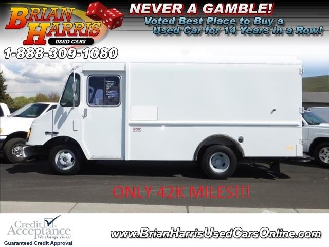 2002 Workhorse Workhorse  Cutaway-Cube Van