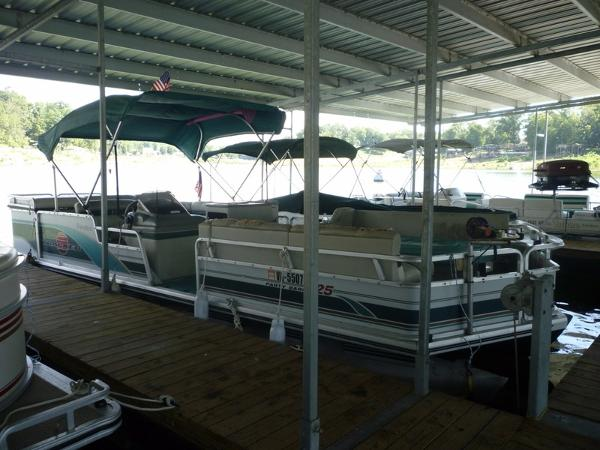 1998 Sun Tracker PARTY BARGE