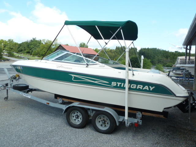 1997 Stingray Boats 220LS