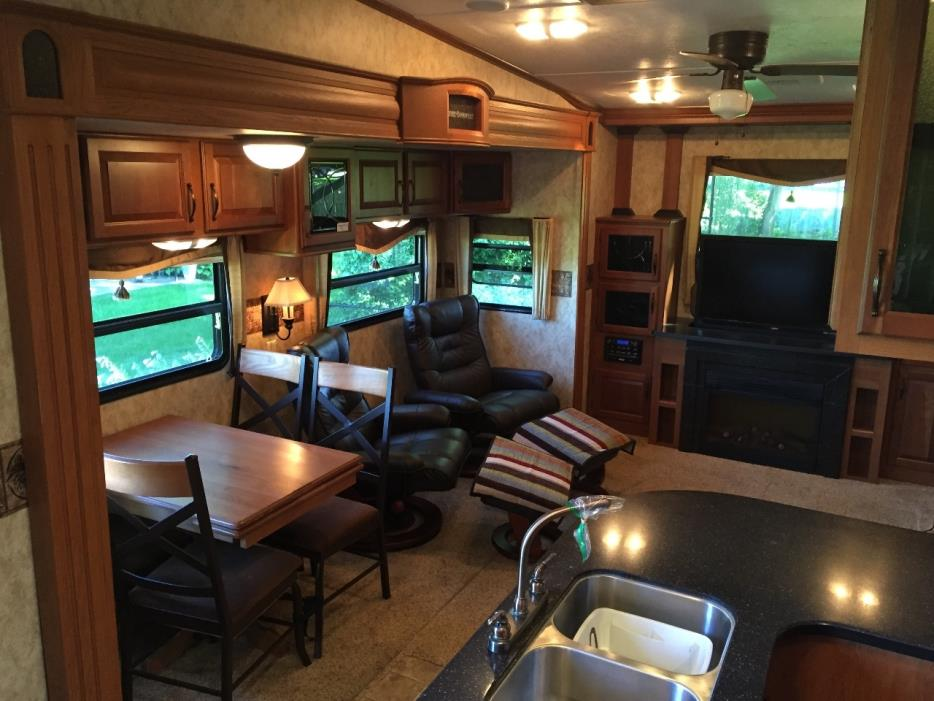 2011 Keystone MONTANA HIGH COUNTRY 313RE