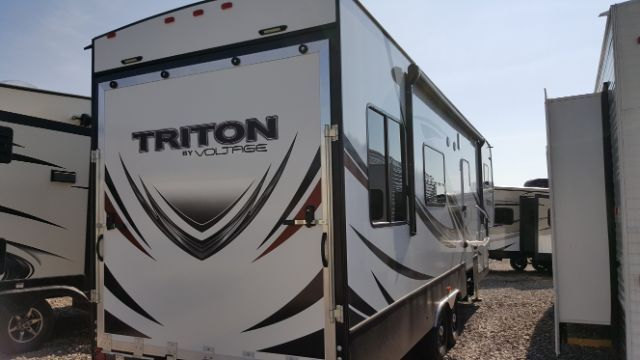 2017 Eclipse Voltage Triton Fifth Wheel