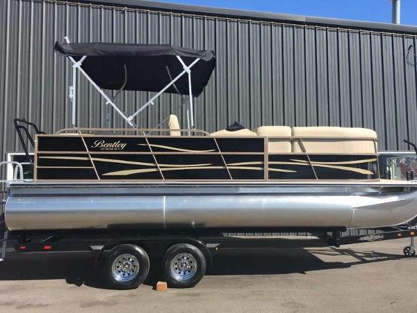 2015 Encore Boat Builders Bentley Cruise 220