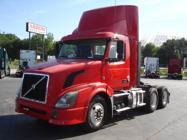 2012 Volvo Vnl300 Conventional - Day Cab