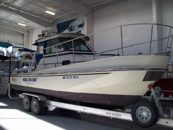 1985 Boston Whaler 25 Revenge Hard Top