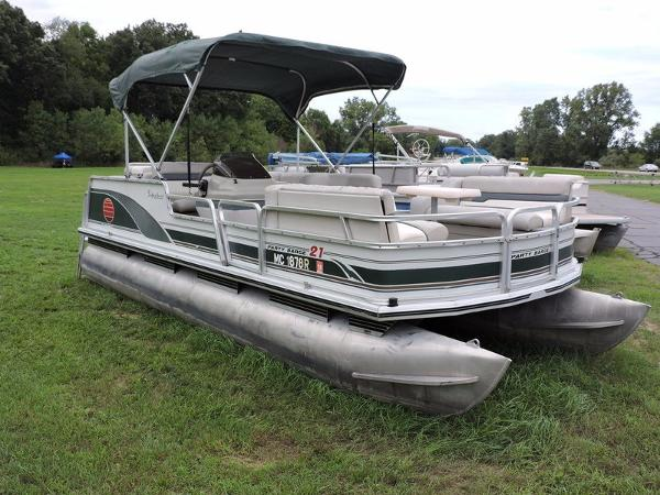 2000 Sun Tracker pontoon