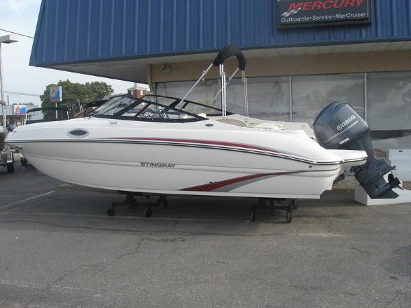 2015 Stingray 214LR