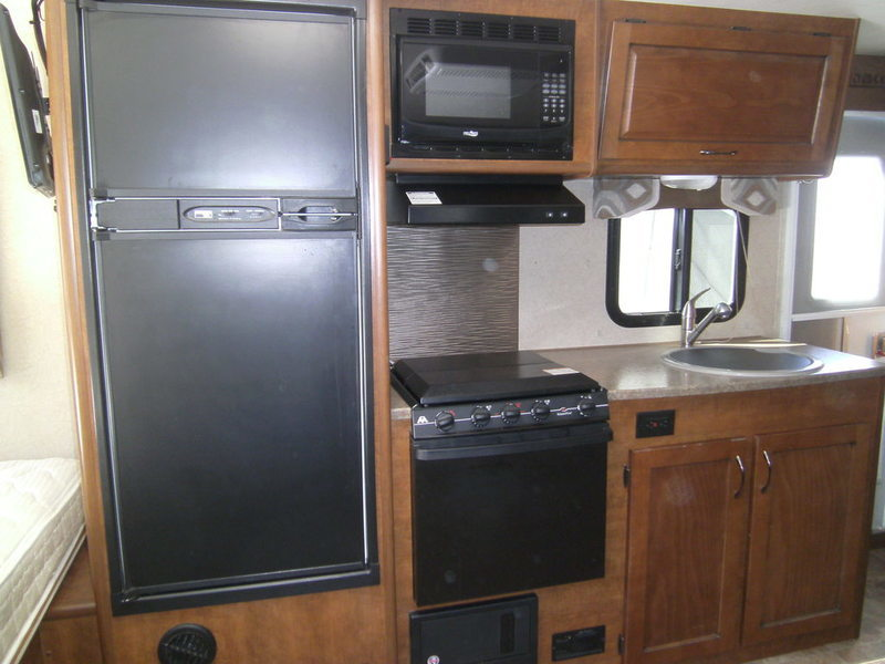 2015 Lance Travel Trailers 1685