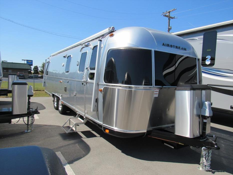 2017 Airstream Classic 30 Twin