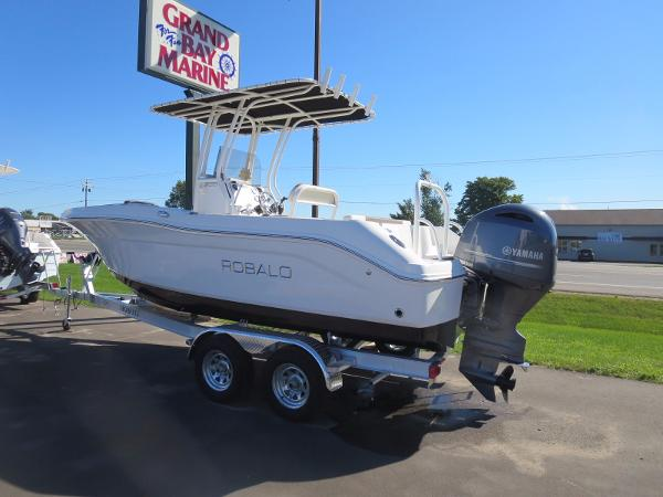 Robalo 200 boats for sale in traverse city michigan for Outboard motors for sale in michigan