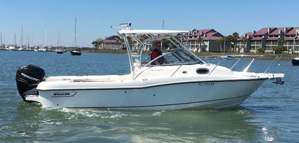 2006 Boston Whaler 235 Conquest