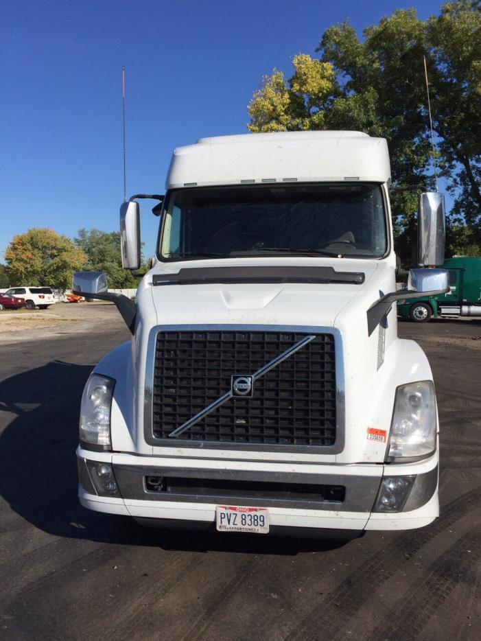 2016 Volvo Vnl64t730  Conventional - Sleeper Truck