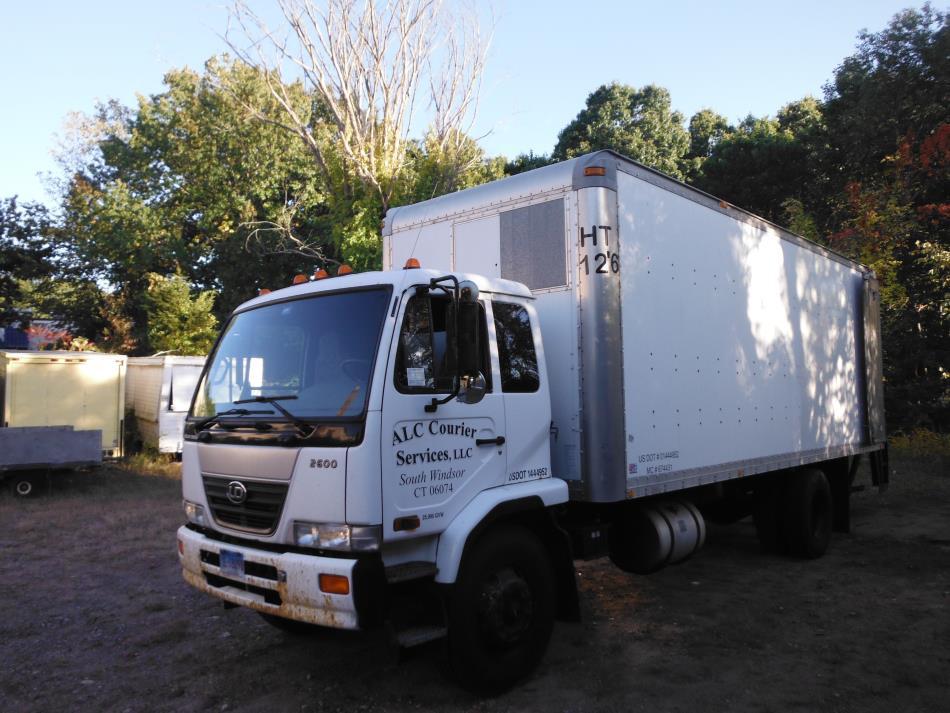 2006 Ud Trucks 2600  Dry Van