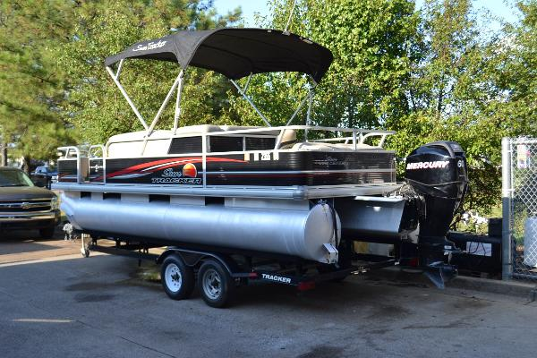 2012 Sun Tracker Fishin' Barge 22 DLX