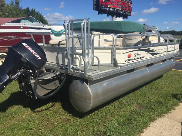 2006 Sun Tracker FISHING BARGE 21