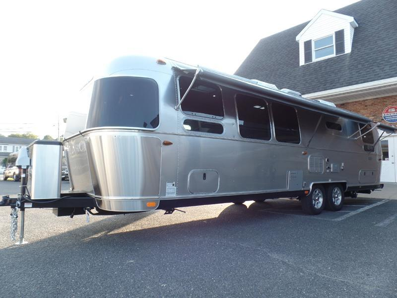2017 Airstream Flying Cloud 30A Twin