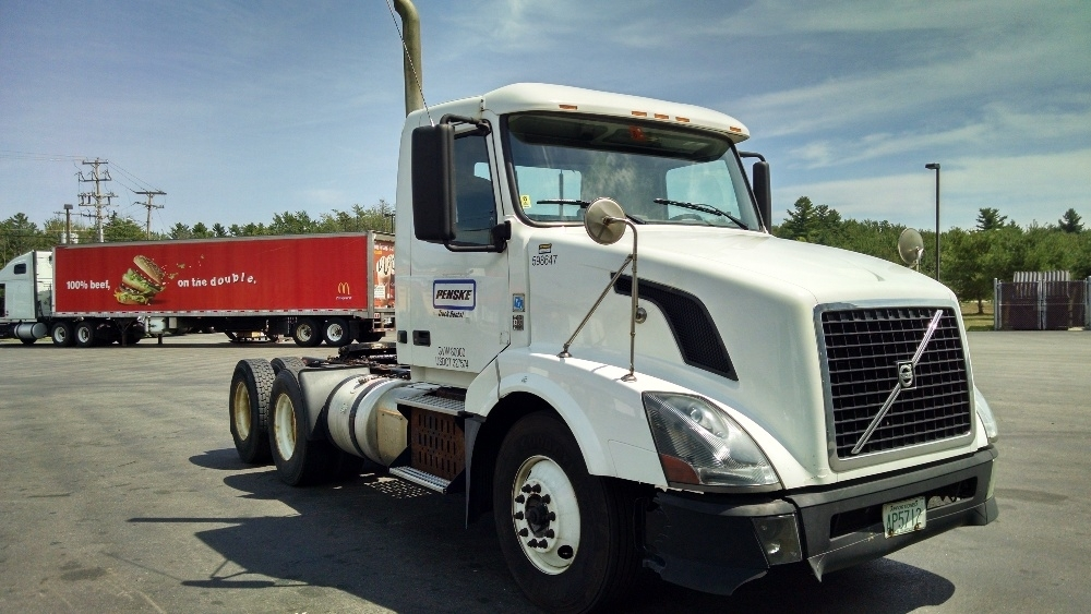 2011 Volvo Vnl Conventional - Day Cab