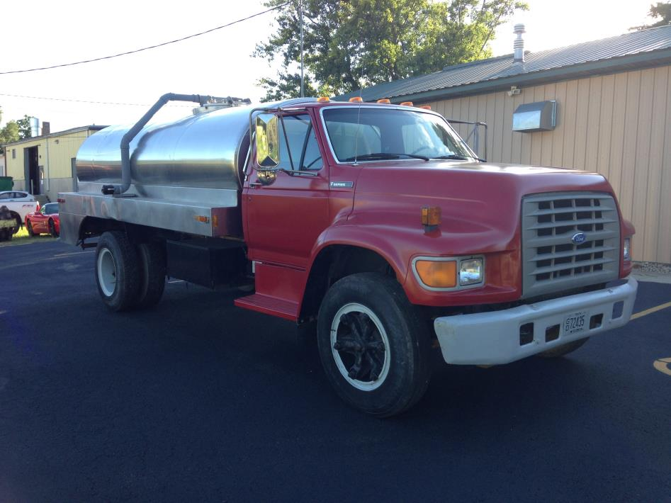 1995 Ford F700  Water Truck