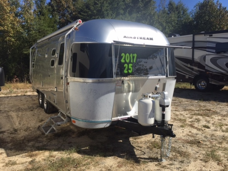 2017 Airstream FLYING CLOUD 25RB TWIN